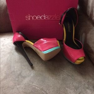 Adorable color block pumps