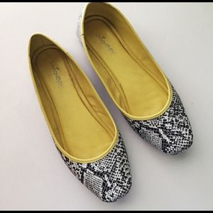 Alligator Print Flats with Neon Yellow Trim