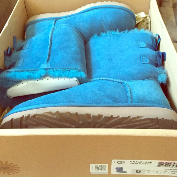 Blue bailey bow uggs.