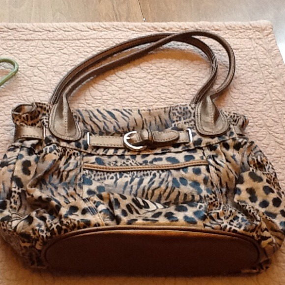 b98b7ebded23 Alfred Dunner Handbags - Alfred Dunner pocketbook leopard print