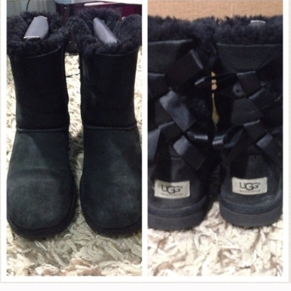 Black Bailey bow UGGS size 8 women's