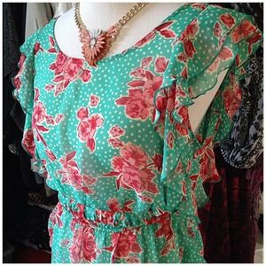Cute Floral Top with belt