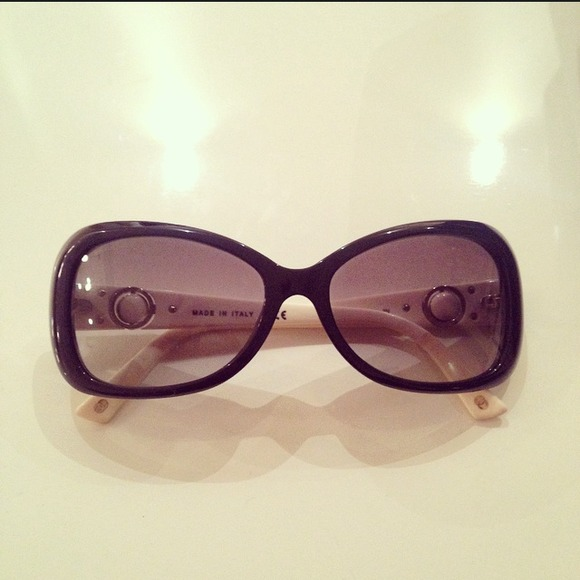 White Frame Chanel Glasses : 57% off CHANEL Accessories - Chanel White/Black Frame ...