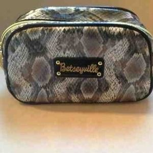 BETSEYVILLE Gray/Black Snake Print Cosmetic Bag