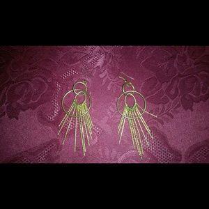 Jewelry - Gold tone dangle earrings