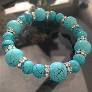 Jewelry - 🆕⭐️Turquoise & crystal bracelet⭐️🆕