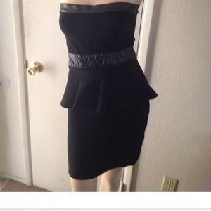 BEBE Strapless  Peplum Mini Black Dress Size M 👗