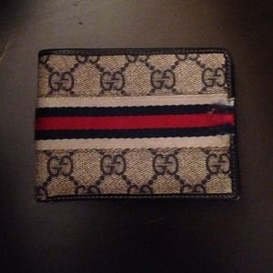 SALE Used Authentic Gucci wallet