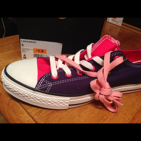 799c17adc110 Brand new junior size 6 converse dt ox