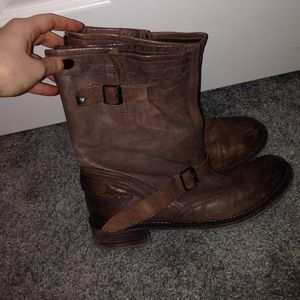 Boutique 9 size 7 1/2 brownish taupe