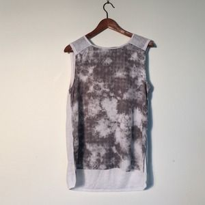 H&M Tops - Graphic front knit back she'll size medium