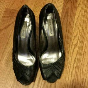 Steve Madden black Peep toe pumps
