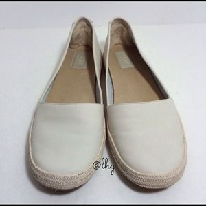 UGG SAUVIE LEATHER SLIP ON FLATS (9)