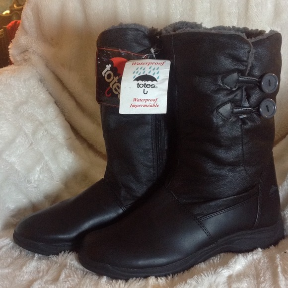 61 Off Totes Boots Nwt Totes Rain Boots From Christine