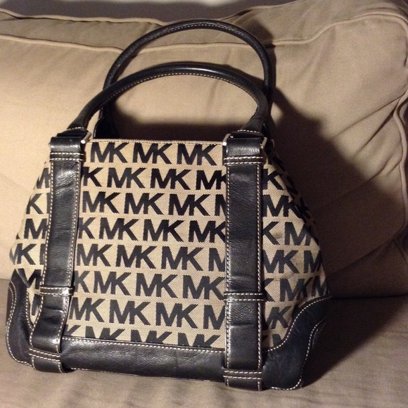 677e185d46d6 Authentic MICHAEL Michael Kors Signature Black Bag.  M_5456bde853bc2569f5065f3a