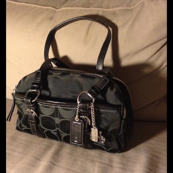 9e19d87bb4 Coach Handbags - Authentic Coach Black Soho Signature Dbl Zip Bag