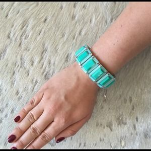 Blue and turquoise bracelet with stretch