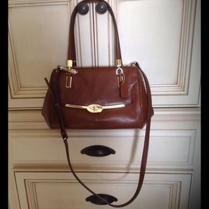 💢NWT Coach bag in Chestnut color