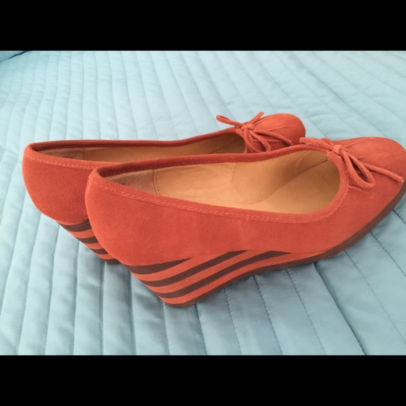 pazzo gorgeous burnt orange wedge from s closet