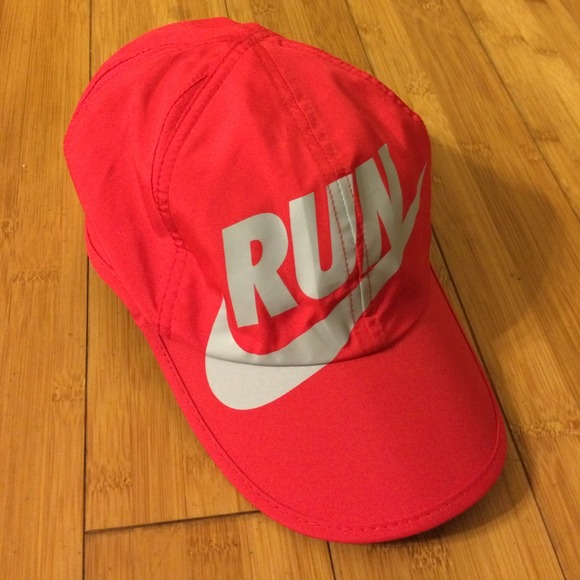 Nike featherlight running hat Dri-fit. M 54583b1bc1d1c3528f11f642 d1801556e9e