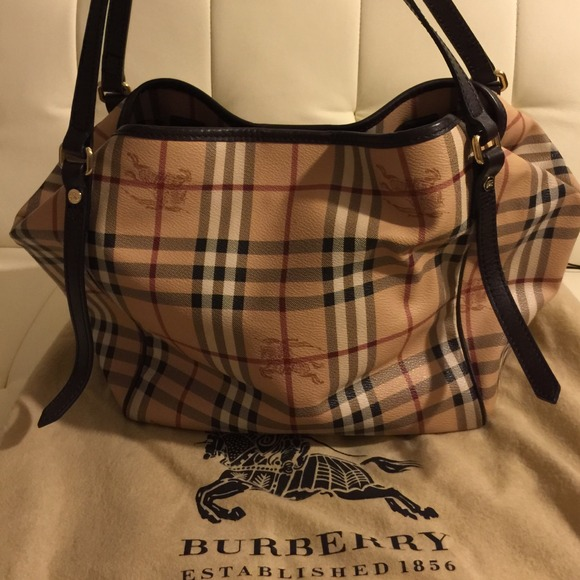 2d74ff88f884 Burberry Handbags - Authentic medium burberry Canterbury purse