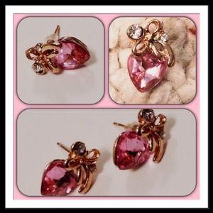 Jewelry - 💖Last Pair Heart earrings