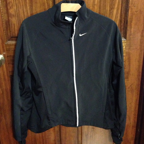 nike fitted running jacket