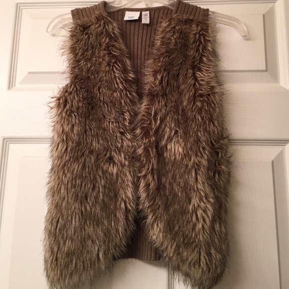 Faux fur sweater vest S from Cozy loft's closet on Poshmark
