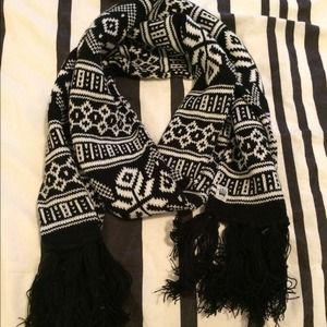 Accessories - Black and white winter scarf