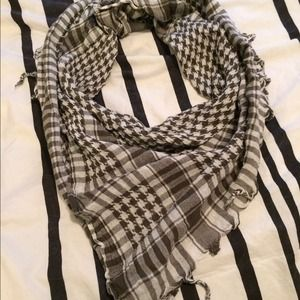 Accessories - Gray and white square scarf
