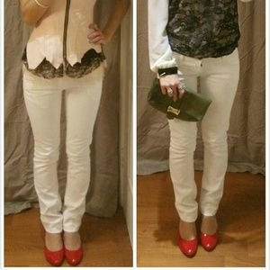 White denim skinnies