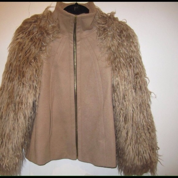 Zara - ZARA COAT WITH FUR SLEEVES 🍭TRADED🍭 from Sharron