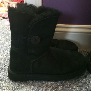 UGG Shoes - Short black Bailey button uggs