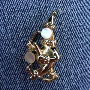 Jewelry - Vintage Clown pin / mother of pearl