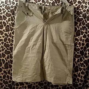 Pants - Khaki Capri