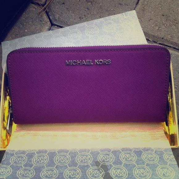 8349ab625b82f 🎉Michael Kors Zip Continental Purple Wallet