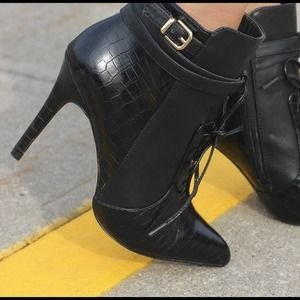 Altuzarra Black Booties!