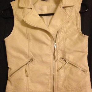 🎉NWOT H&M Faux Leather Zip Up Vest