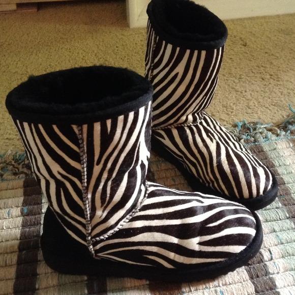 75938ddc1fa UGG Australia zebra print boots, size 5.5-6