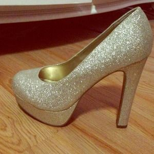 Gold sparkly pumps