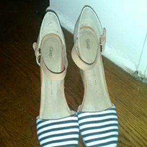 Gap blue and white striped wedges