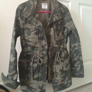 Old Navy Jackets & Blazers - Adorable old navy camo jacket with cinched waist!