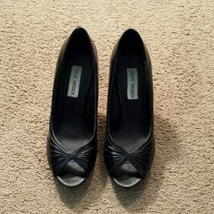 SALESteve Madden peep toe pumps