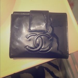 Chanel patent rose wallet