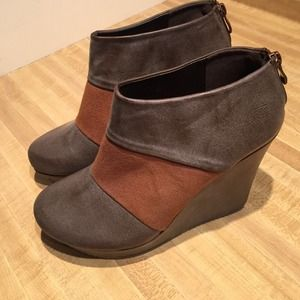 Shoes - Pewter & cognac wedges