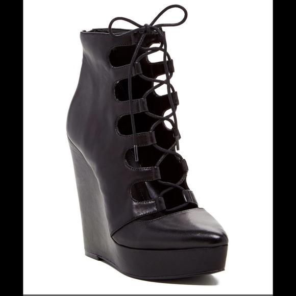 Bcbg alfredo lace up platform bootie wedge sz 6 leather upper lace up