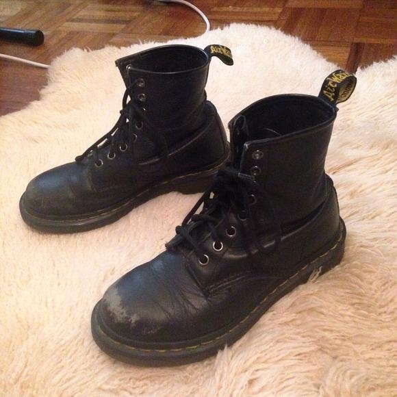black soft leather doc martens Dr
