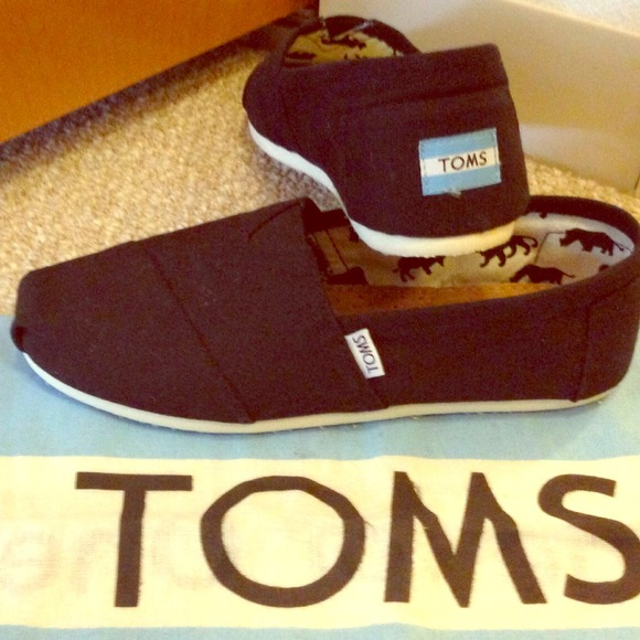 ae892b77409 NWT Authentic Toms Classic Canvas MENS Shoes🎉