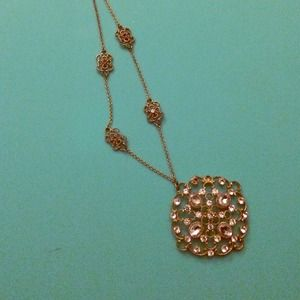 Gold rhinestoned detailed necklace!