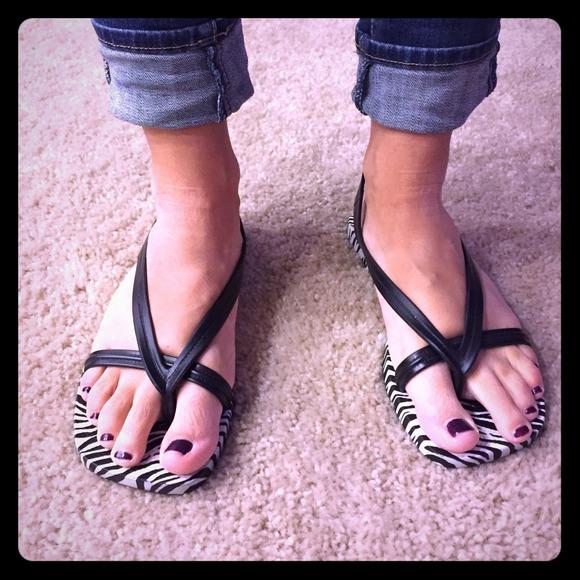 4d3623016df ⬇️SALE Old Navy Zebra Flip Flop Sandals! M 546032c2fbd594054b06dc11